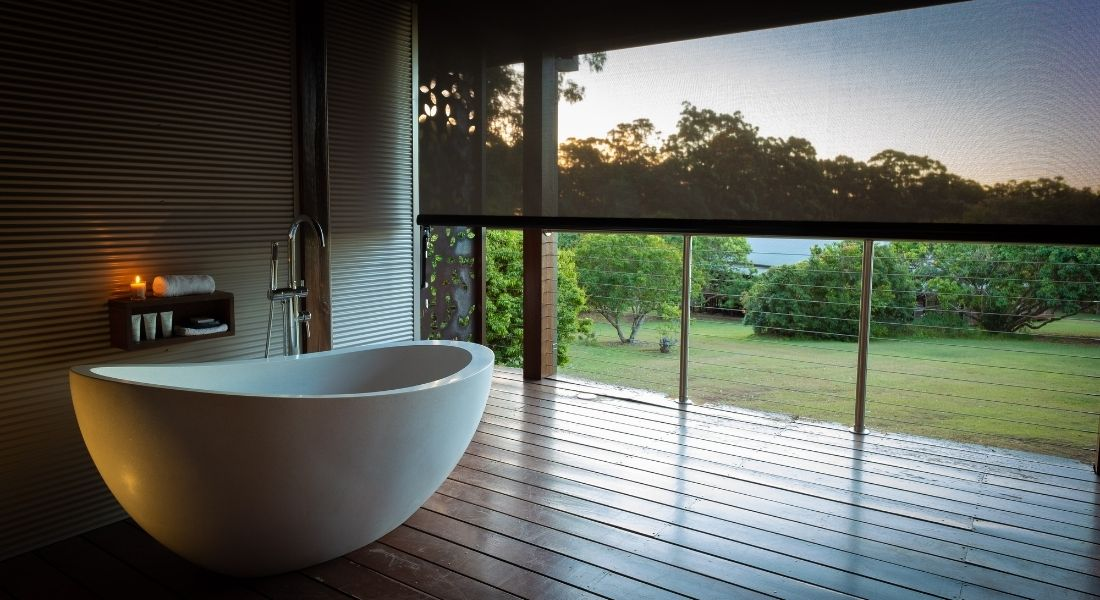 Save 10% on 4 - 7 night retreats. Free standing bathtub on the desk overlooking our orchard.